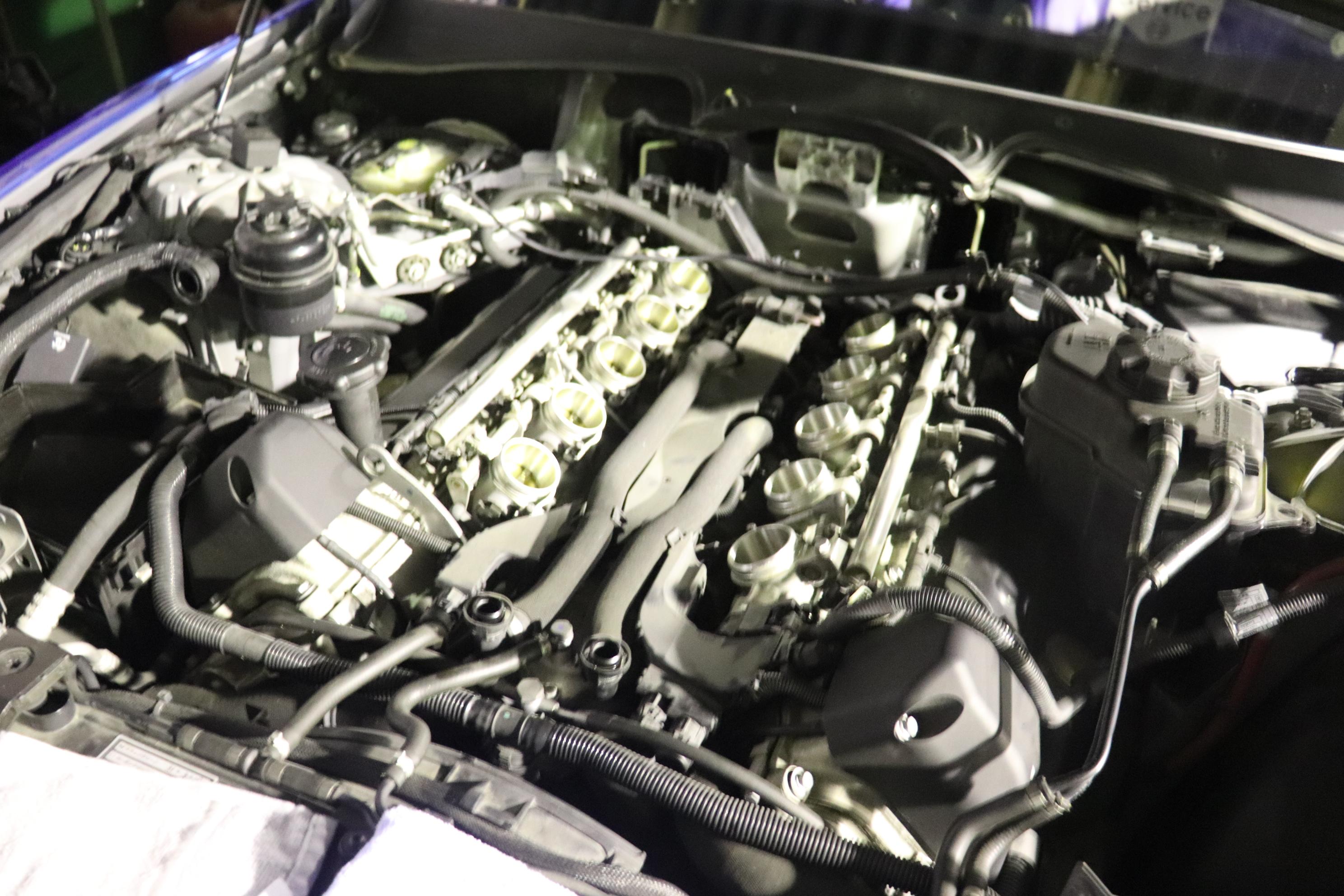 BMW E63 M6 ダッシュボード外し