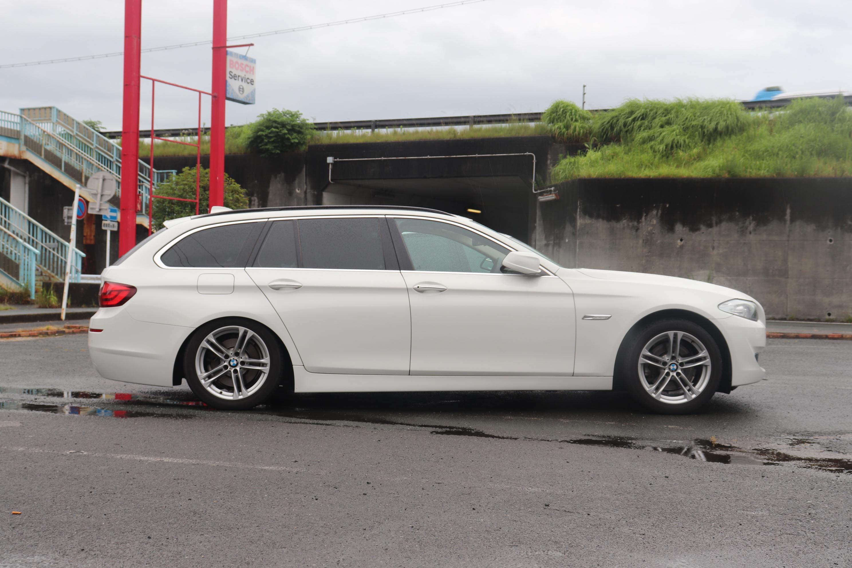 BMW F11 523d エアサス修理